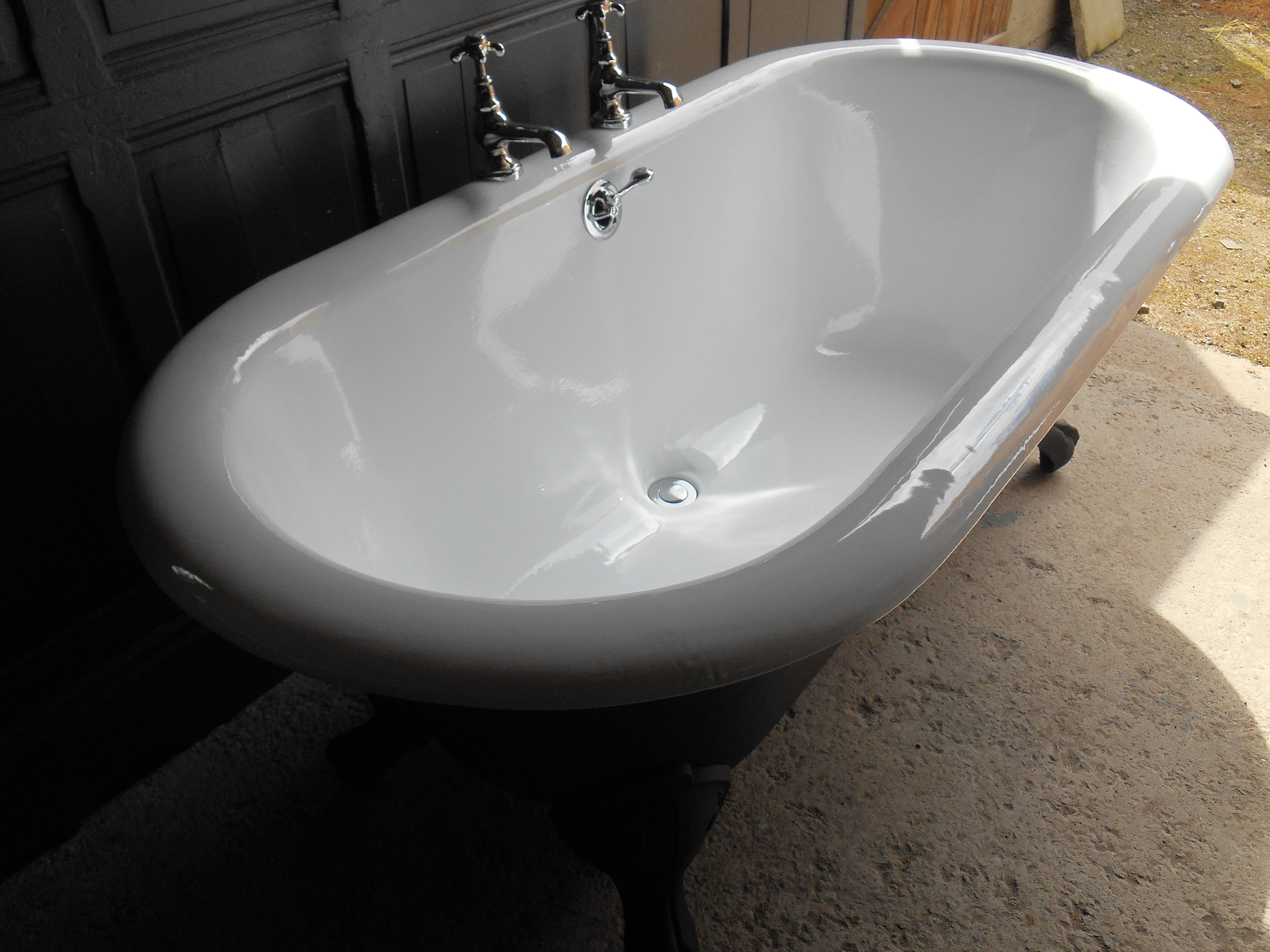 vieille baignoire en fonte gallery of superbe baignoire. Black Bedroom Furniture Sets. Home Design Ideas