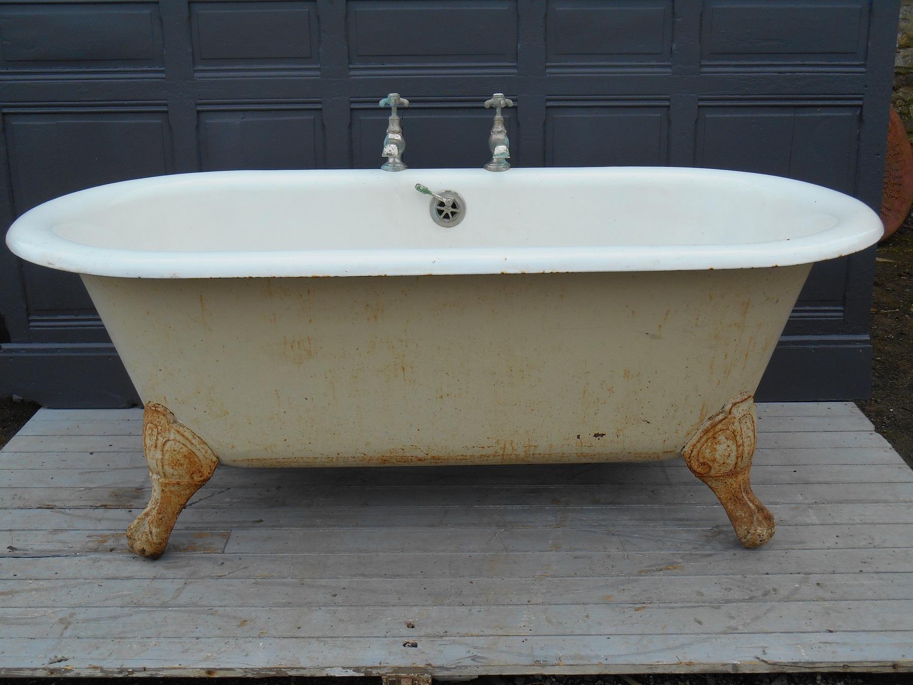 interesting baignoire ancienne sur pieds with dessin baignoire ancienne. Black Bedroom Furniture Sets. Home Design Ideas